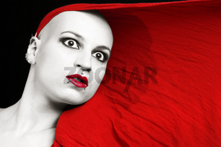 Junge Frau mit Rotem Tuch