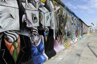 Teilbereich der 'East Side Gallery' eines nach der Wende bemalten Stueckes der Berliner Mauer