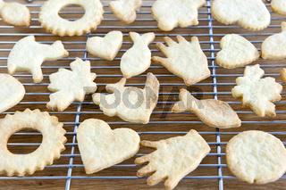 Cooling freshly baked cookies