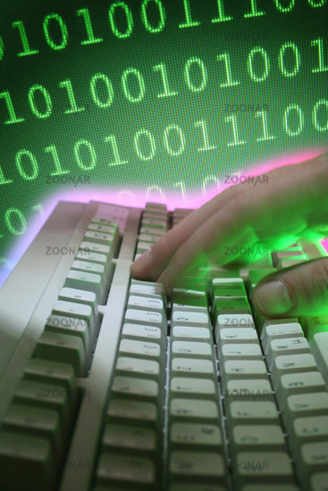Computertastatur mit Hand und Zahlencode