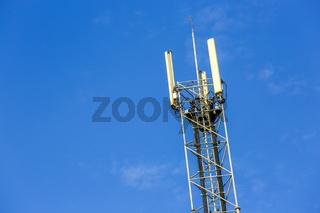A high telecommunication network antenna outside