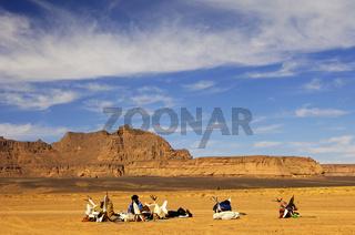 Tuareg an einem Rastplatz in der Wüste