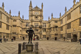 Statue Of Earl Of Pembroke Facing The Tower of Five Orders Oxford UK