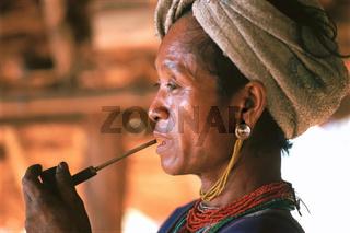 Frau, Pfeife, Karen, Bergvolk, Thailand, Asien / Woman, pipe, Karen, Hill Tribes, Thailand, Asia