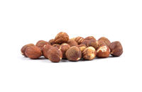 Haselnüsse auf weissem Hintergrund - Hazelnuts on white background
