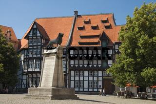 Burgplatz mit Loewe