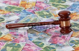 Schweizer Franken und Richterhammer