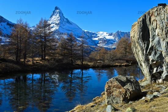 At lake Grindjesee, Matterhorn, Mont Cervin, behind, Zermatt, Valais, Switzerland
