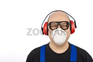 Bauarbeiter mit Gesichtsschutz