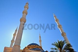 Minarette der blauen Moschee in Manavgat