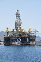 Ölbohrplattform im Hafen von  Santa Cruz de Tenerife, Canarias,