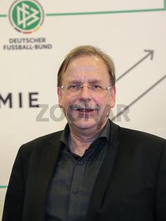 DFB Vize-Präsident (Amateure) Dr. Rainer Koch während einer Regionalkonferenz der DFB-Akademie am 25.11.2017  in Oschersleben