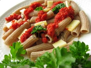 Dinkel-Rigatoni mit Paprika-Soße