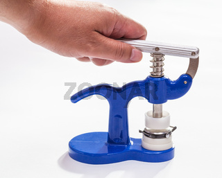 hand presses of press for closing of wristwatch