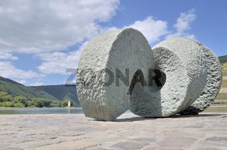Skulptur 'Poseidon', UNESCO-Weltkulturerbe Oberes Mittelrheintal, Bingen, Rheinland-Pfalz, Deutschland, Europa
