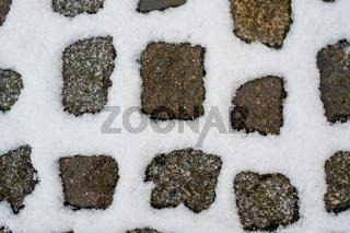 Pflastersteine mit Schnee