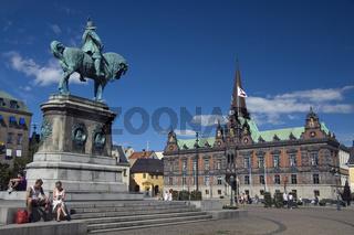 Reiterstatue und Rathaus