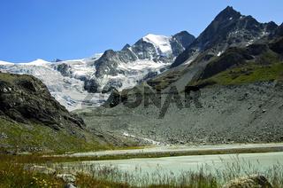 Am Gletscherendsee des Moiry Gletschers