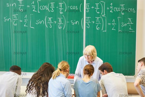Teamwork in einem Mathe Workshop