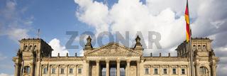 Wolken ueber dem Reichstagsgebaeude