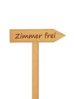 Hölzerner Pfeil auf Pfosten - Wooden direction arrow on timber needle