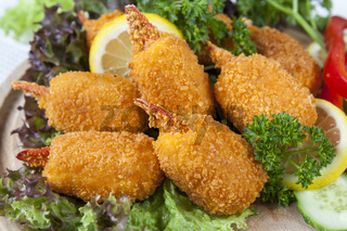 Fried crab claws with cucumber, lemon, lettuce and parsley
