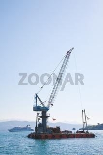 Schiffskran am Mittelmeer