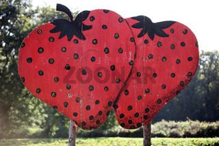 zwei roten, gemalte erdbeeren