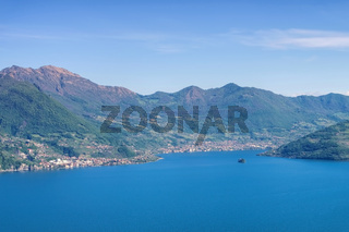 Iseosee in Oberitalien - Iseo lake in Alps, Lombardy in northern Italy