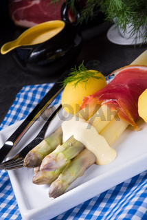Asparagus with potatoes and parma ham