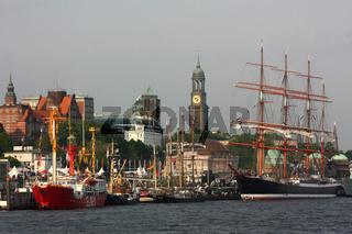 Hafengeburtstag 2009 mit Sedov und Michel