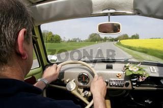 Goggomobil während der Fahrt