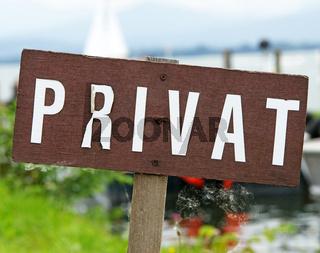 Privat - altes Schild am See
