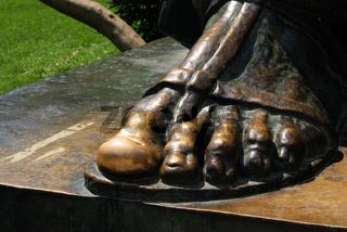 Grgur Ninski Statue 01