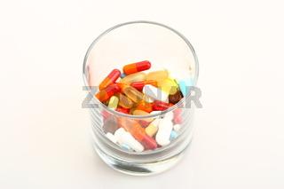 Glas voll Pillen