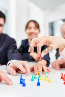 Team bei einem Brettspiel im Workshop