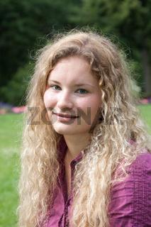 Portraitfoto einer jungen Frau
