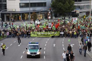 Demonstration gegen den Neubau des Bahnhofs
