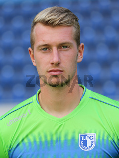 Torwart Lukas Cichos ( 1.FC Magdeburg , DFB 3.Fußball-Liga - Saison 2016/17)