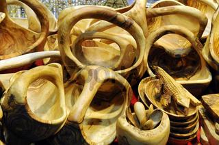 Handwerkskunst aus Wurzelholz