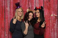 3 girls face a photo box and show victory