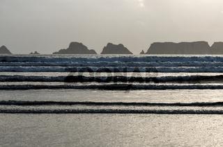 Flut an der Küste der Presqoe-Ille-de Crozon