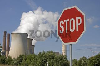 Kraftwerk Weisweiler mit Stopschild