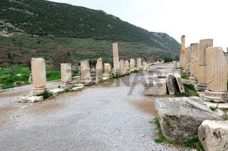 Säulenreihe  Basilika   Ephesus