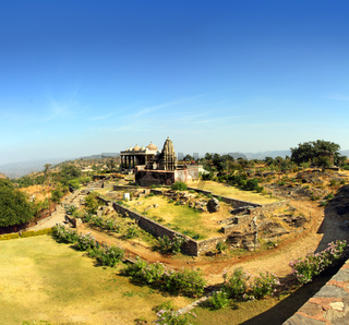 old hinduism temple in kumbhalgarh fort