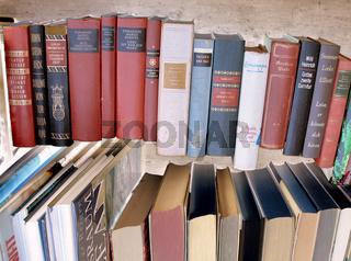 schwebende Bücher