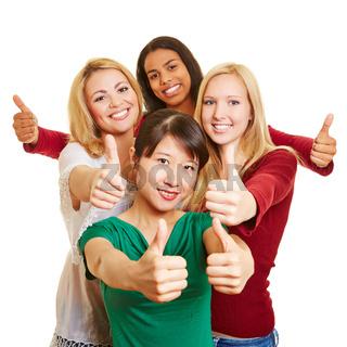 Gruppe von jungen Frauen hält Daumen hoch