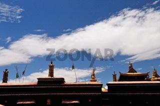 Goldenes Dach mit den Insignien der Macht Potala Palast Lhasa