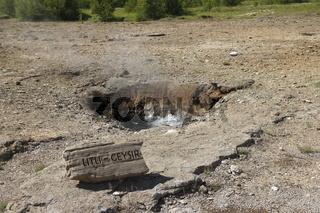 Litli Geysir (Little Geysir). Geysir geothermal area
