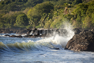 Brandung und Küste bei Montezuma